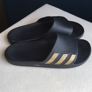 Adidas men's size 7 slides, as good as new